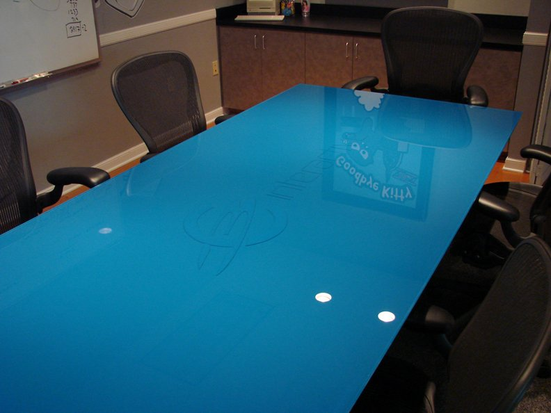 Blue colored table glass paint