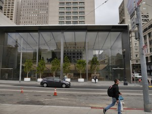 New SF Apple Store Features 42-foot glass doors