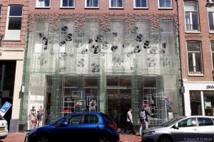 Chanel store façade made with glass bricks