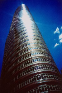 Iconic Glass Structures – Lipstick Building