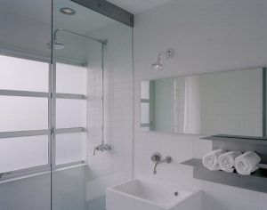 Using glass paint in the bathroom